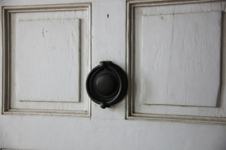 Arlington_House_-_front_door_knocker_-_2011